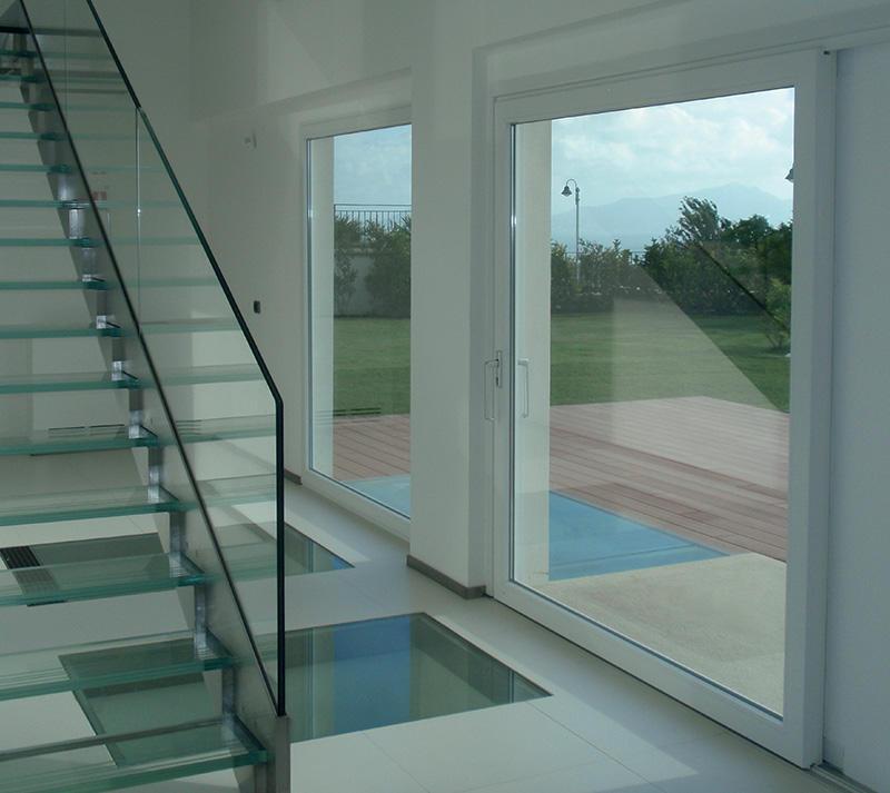 Combinaison entre le confort et l'innovation <p>Le menuisier Oknoplast est innovateur en proposant une porte coulissante vitrée ou une porte fenêtre coulissante qui convient à chaque foyer.</p> <p>Dans cette série…</p>