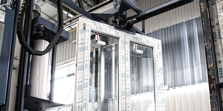 Lafabrication d'une fenêtre PVC OKNOPLAST <p>OKNOPLAST, est un acteur reconnu sur le marché européen de la fenêtre PVC, il accorde la plus grande importance au respect des normes de qualité…</p>